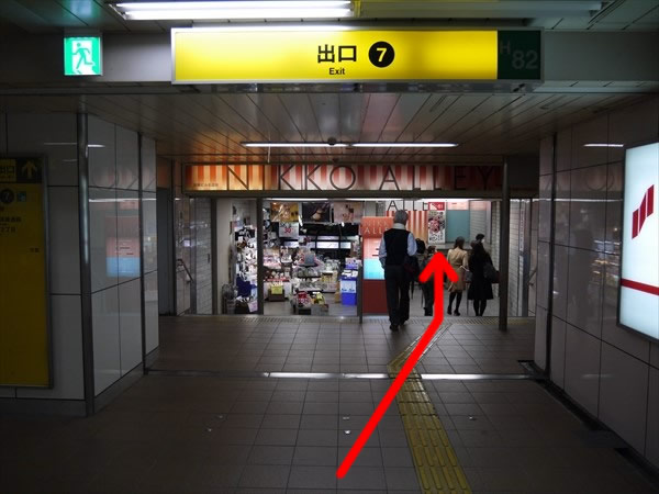 東梅田駅の7番出口方面