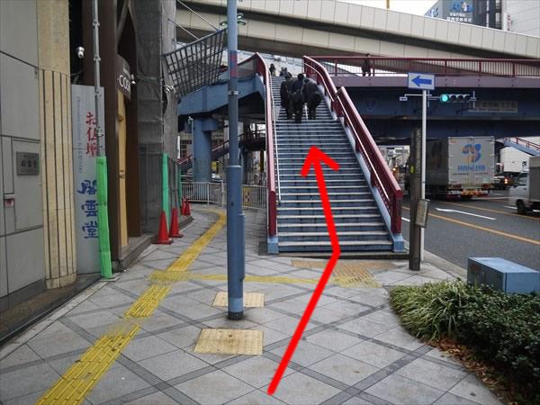 曽根崎1丁目の歩道橋へ