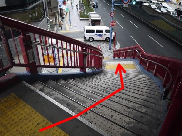 階段を下りたら...