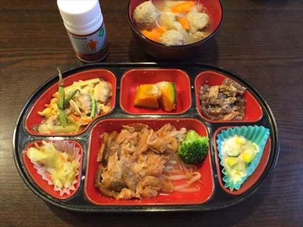 生協弁当とつみれの味噌汁とメタバリア