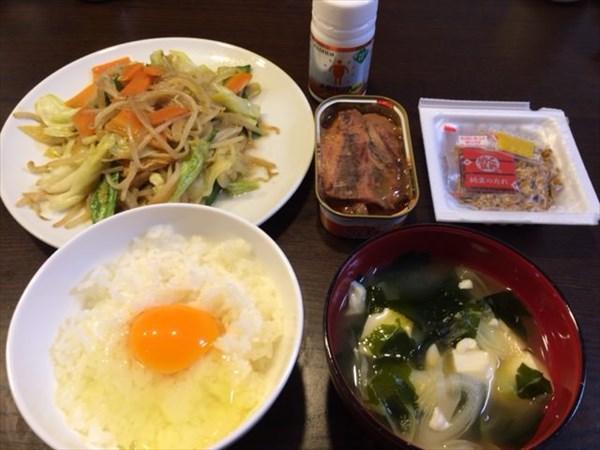 卵かけご飯と野菜炒めと納豆
