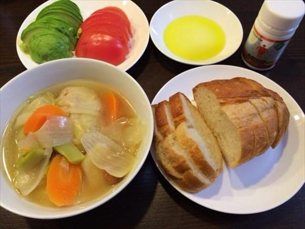 フランスパンとアボカド・トマト
