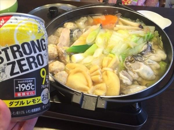 牡蠣鍋とレモンチューハイ