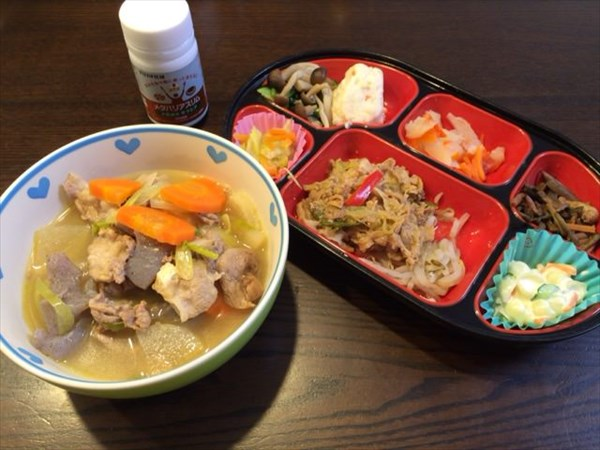 大盛り豚汁と生協の弁当