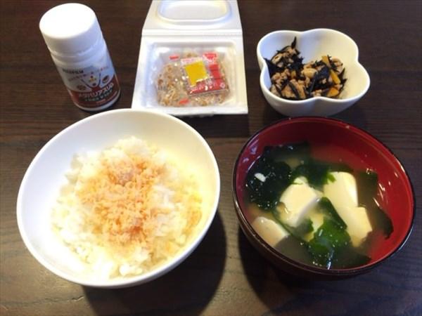 白ご飯と味噌汁と納豆とひじき