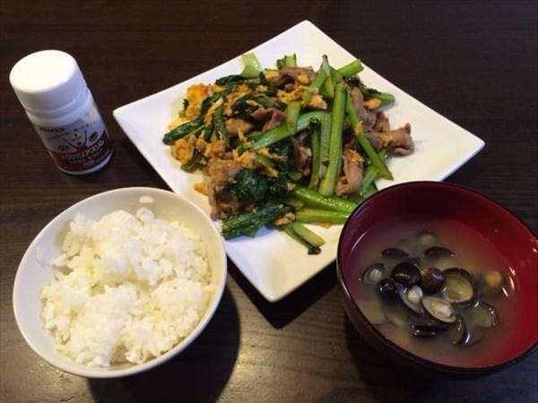 豚肉を使った炒め物とご飯としじみの味噌汁