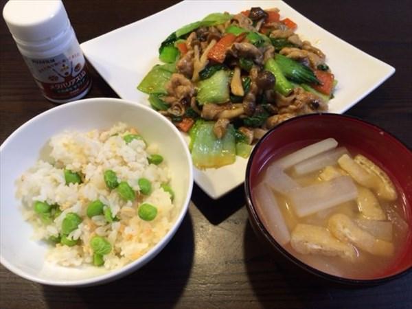 炒め物と枝豆ご飯と味噌汁