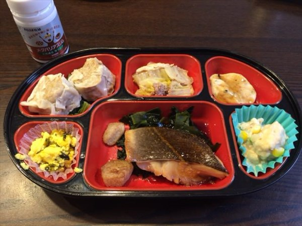 魚の煮付け弁当とメタバリアスリム