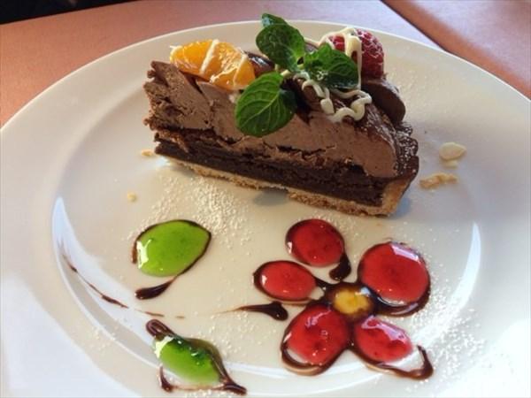 デザートの生チョコレートタルト