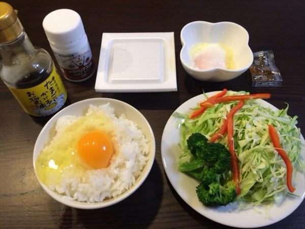 たまごかけご飯と野菜サラダと納豆とメタバリアスリム
