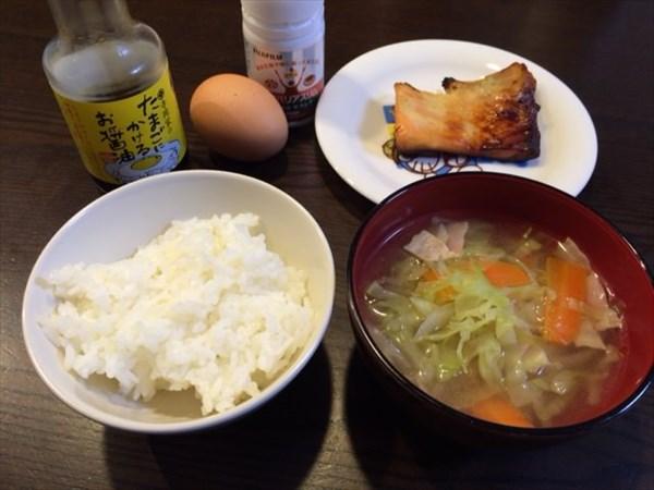 鮭の西京焼きとたまごかけご飯とメタバリアスリム