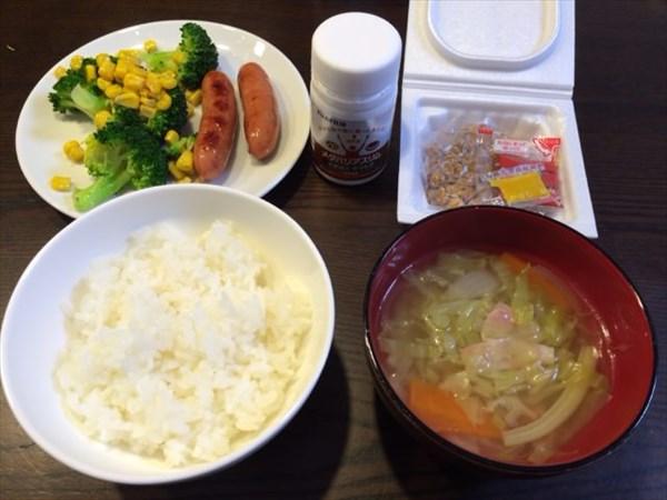 ご飯と野菜スープと納豆とメタバリアスリム