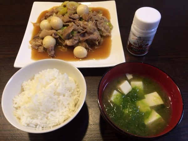 ご飯をお味噌汁とおかずとメタバリアスリム