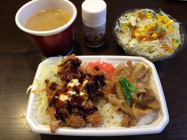 ほっともっとのコンビ弁当と野菜サラダと豚汁とメタバリアスリム