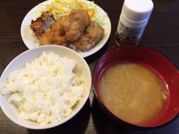 から揚げととりかつとご飯と味噌汁とメタバリアスリム