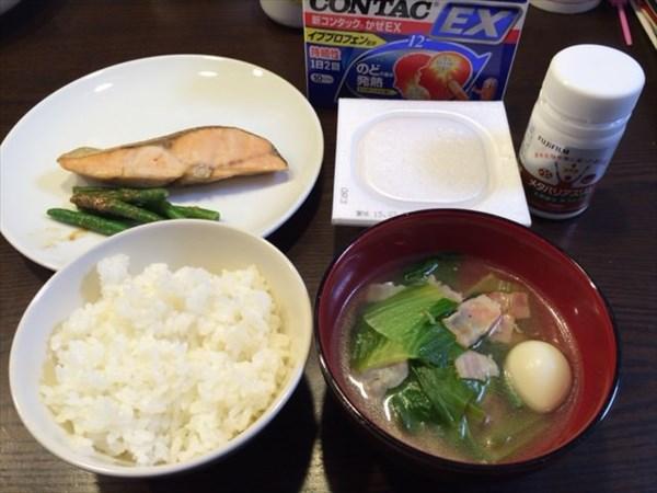 鮭と納豆とご飯と味噌汁とコンタックとメタバリアスリム