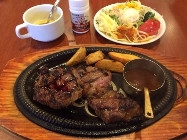 アンガスビーフのステーキとサラダとコーンスープとメタバリアスリム