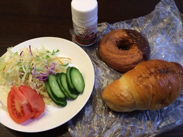 ドーナツと塩パンと野菜サラダとメタバリアスリム