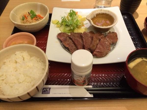 大戸屋の牛タン定食とメタバリアスリム