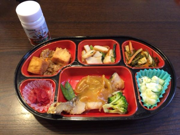 焼き魚中心の生協弁当とメタバリアスリム