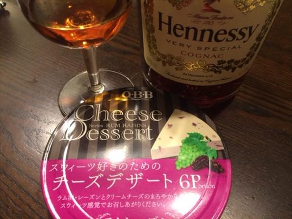 チーズデザート(ラムレーズン)とヘネシー