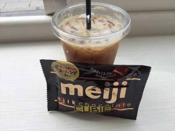 間食で食べたチョコとコーヒー