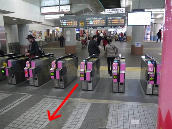 京急川崎駅改札付近