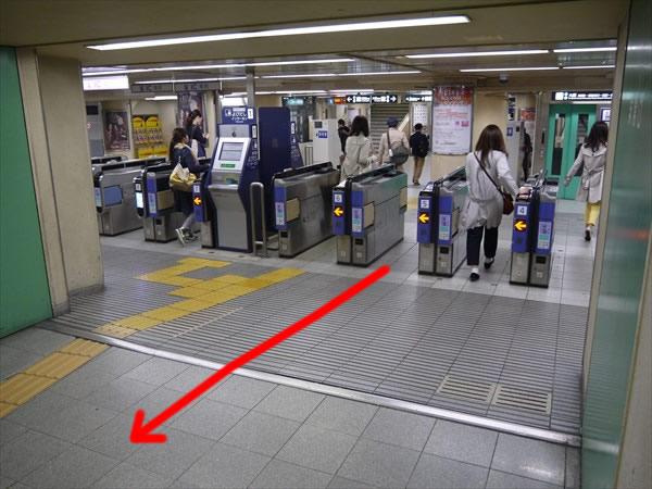 阪急東改札口付近
