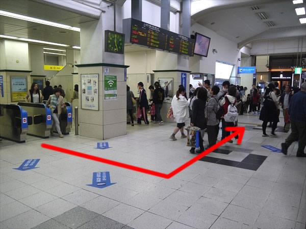 中央口改札を出たら左へ