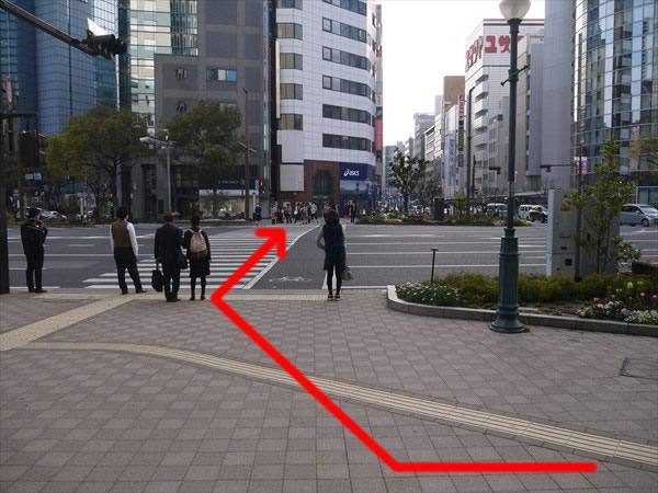 さらに横断歩道を渡る