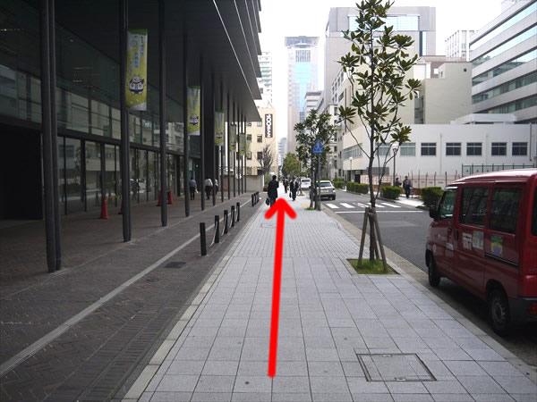 神戸市危機管理センター横を直進