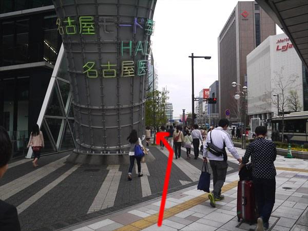 名古屋モード学園の右側を直進