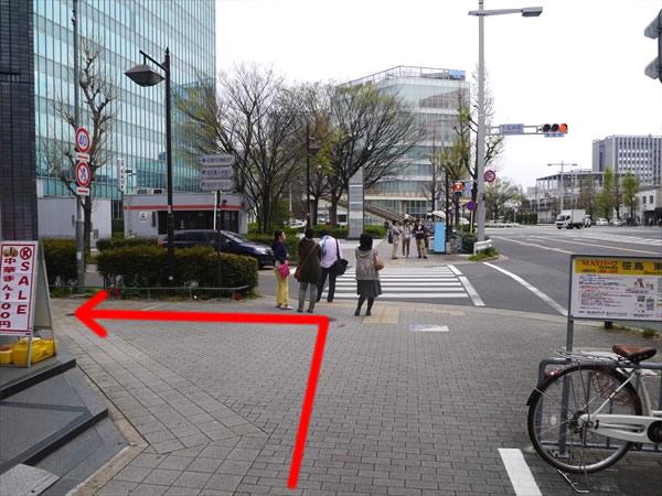 下広井町交差点を左折