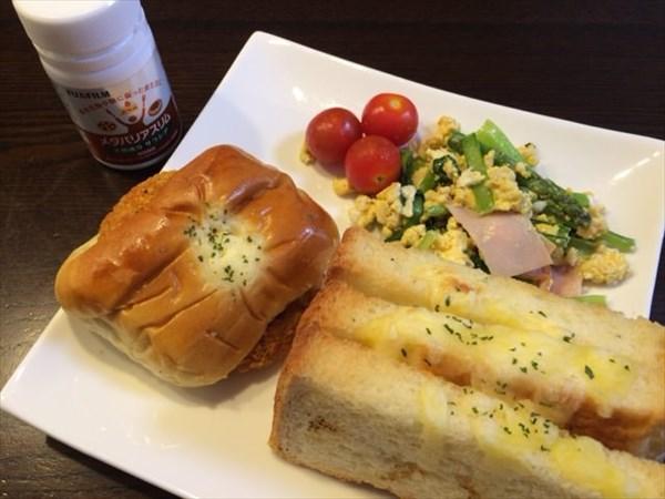 ハムチーズトーストとコロッケパンとメタバリアスリム