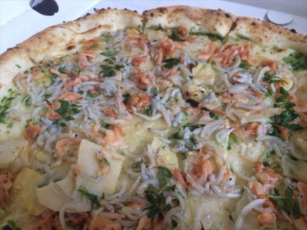 サルヴァト-レの限定ピザ