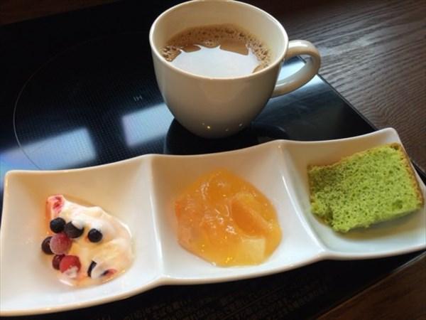 デザート3種とコーヒー
