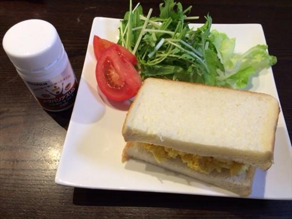 たまごサンドと葉物野菜とメタバリアスリム