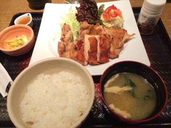 大戸屋の「もろみ漬け鶏の炭火焼き定食」とメタバリアスリム