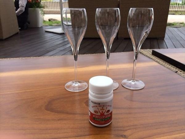 シャンパングラスとメタバリアスリム