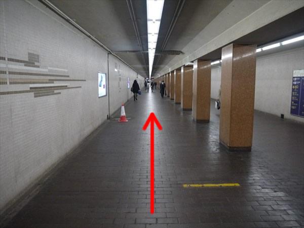 12番出口に続く道