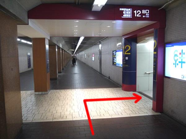 12番出口付近