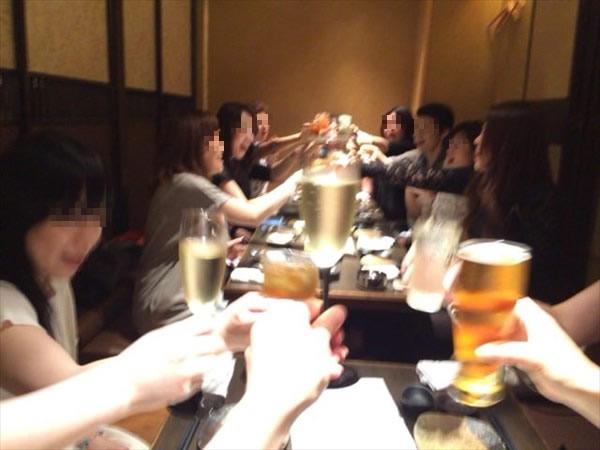 一次会での乾杯の様子