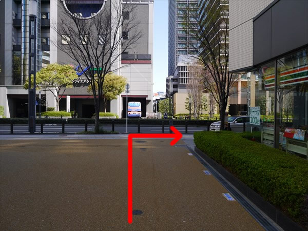 大通り沿いを右折