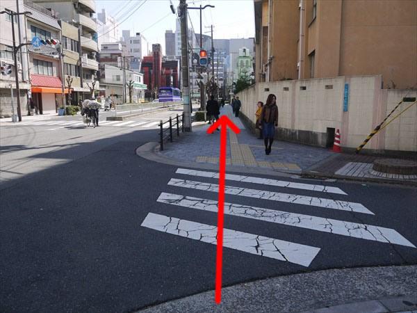 次の横断歩道も直進