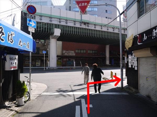 通りに出たら右折