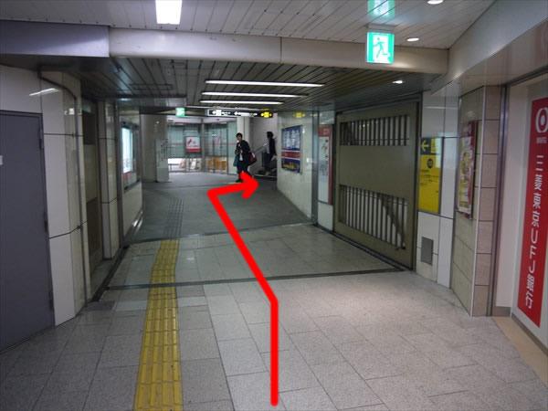 階段に続く道