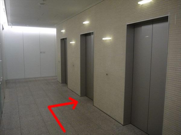 岸本ビルのエレベーターホール