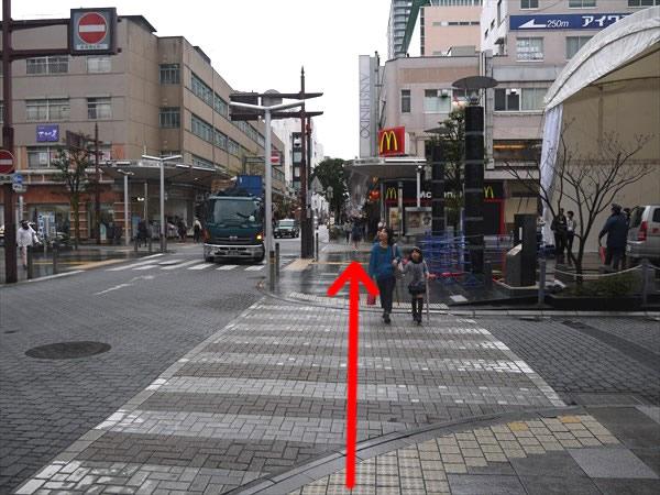 ここの横断歩道も直進