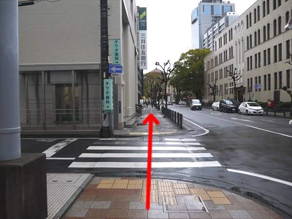 三井住友銀行横を直進