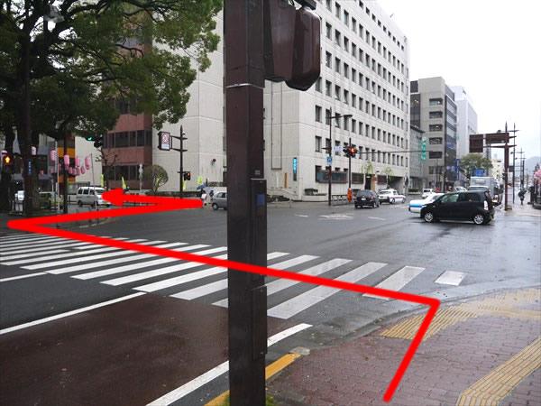 県庁前交差点を対面へ